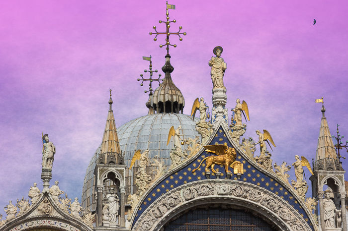 Architectural detail of Basilica San Marco at sunset, Venice, Italy Basilica Church City Saint Mark's Square Sunlight Sunset_collection Travel Venezia Venice, Italy Architecture Belief Building Italy Italy❤️ Low Angle View Place Of Worship Religion Saint Mark San Marco Spirituality Sunset Town Travel Travel Destinations Venice
