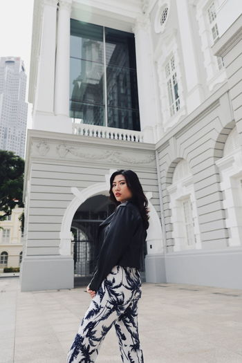 Singapore Architecture One Person Built Structure Young Adult Real People Building Exterior Standing Young Women Leisure Activity Lifestyles Looking At Camera Women Three Quarter Length Day Front View Casual Clothing Building Clothing Adult Outdoors Beautiful Woman