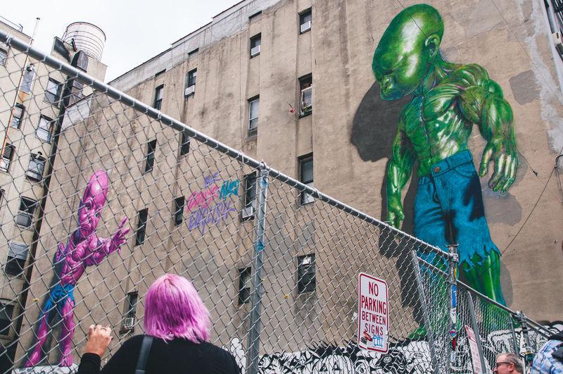 Building Graffiti Green New York New York City New York ❤ Purple Purple Hair Street Streetphotography The Street Photographer - 2016 EyeEm Awards The Street Photographer - 20I6 EyeEm Awards The Street Photographer -2016 EyeEm Awards USA