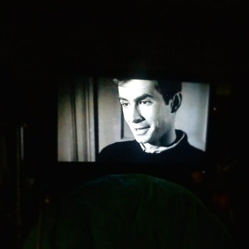 Norman Bates loves his mother. Psycho Hitchcock