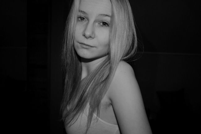 Hanging Out Lovely Chillen Blackandwhite Posing Girl Selfportrait Blonde Yolo Blondie Hihi Likeforlike Girly Helloworld