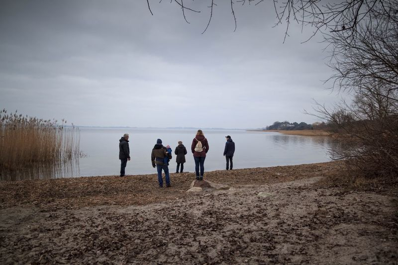 Spaziergang Generationen Familie Family Water Sky Group Of People Real People Nature Beach Lake Cloud - Sky Outdoors