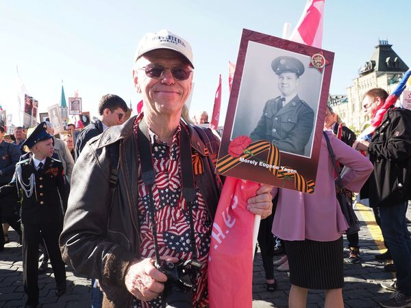 American man participating at the Victory day procession in Moscow USA Americans America American Flag Red Square Russia Moscow Procession бессмертный полк 2018 Victory Day May 9 9 May 2018 Real People People Lifestyles Incidental People Nature Men Adult Day Sky Event
