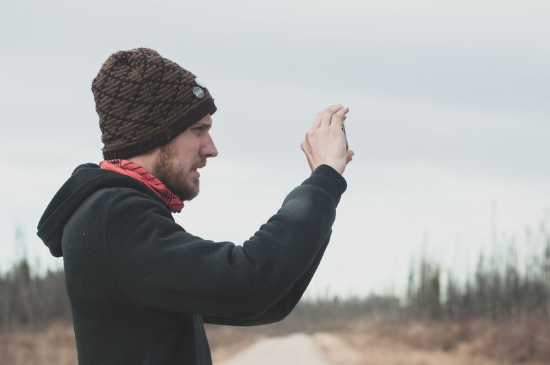 exploring the artic roads Photographer Adventure Outside Autumn Travel Canada Warm Clothing Men Cold Temperature Winter Rural Scene Side View Mid Adult Beard Sky Winter Coat My Best Photo Humanity Meets Technology Analogue Sound Streetwise Photography The Great Outdoors - 2019 EyeEm Awards The Traveler - 2019 EyeEm Awards