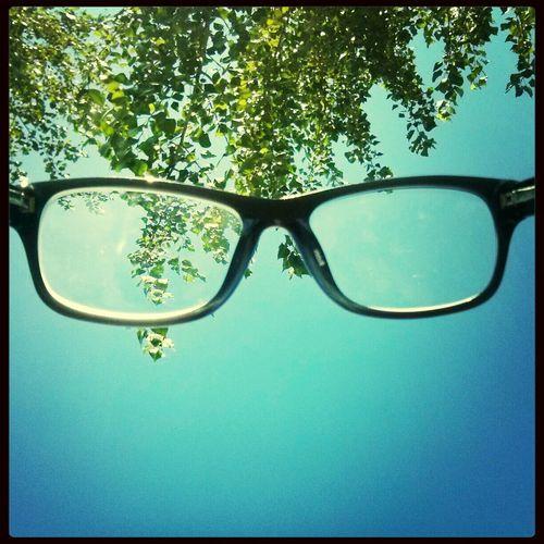 Walking Around Glasses Sky Park Más largo que un día sin pan. #italian
