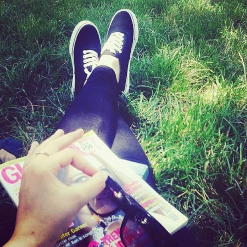 Chill Glamour Clickon Shoes Sunglass  Grass Relax Good Day Sunday White Black Instasize