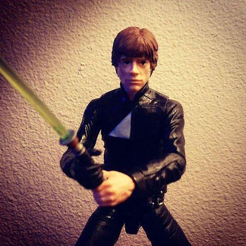 Luke packing some budgie smugglers below? The Force is strong with him down there. Starwarsblackseries Starwarstoypix Starwarstoyfigs HasbroStarWars Lukeskywalker Jedi Returnofthejedi StarWarsPortraits