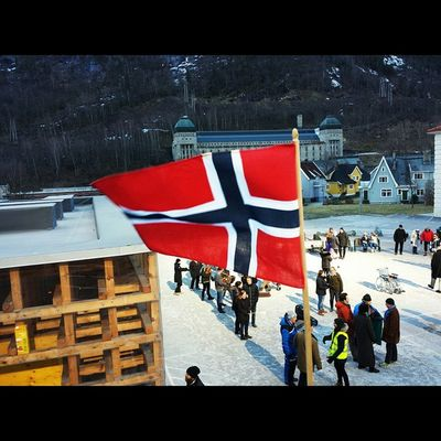 Still bridging cultural gaps, with sunlight reflected by giant mirrors on the mountain Setlife Norwegianflag WreckinRjukan Rjukan Norway norwayproblems filminnorway