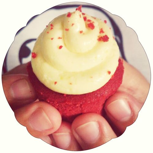 ; Red Velvet cupcakes. :3 HeartCupcake. Yummy Cupcakes Foodphotography Pornfood