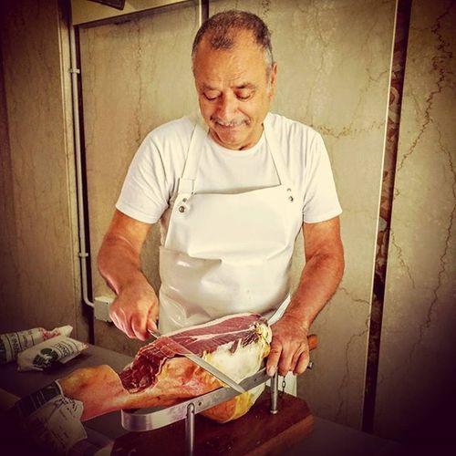 The fine art of slicing Prosciutto crudo Fb Ourlocalbutcher Macellaio Balduina Roma Proscuittocrudo Photobydperry