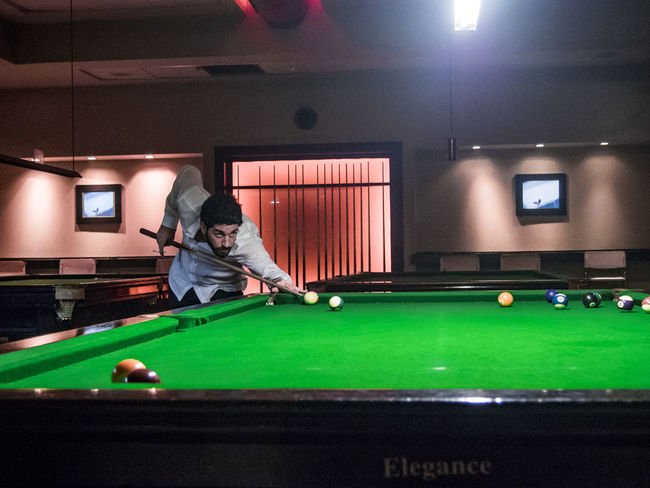 Friendly pool match Indoors  Leisure Activity Playing Pool - Cue Sport Pool Ball Pool Cue Pool Table Real People Snooker Snooker And Pool Snooker Ball Snooker Club Snooker Cue Snooker Table Snooker 👀 Snooker_hall Snookerbar