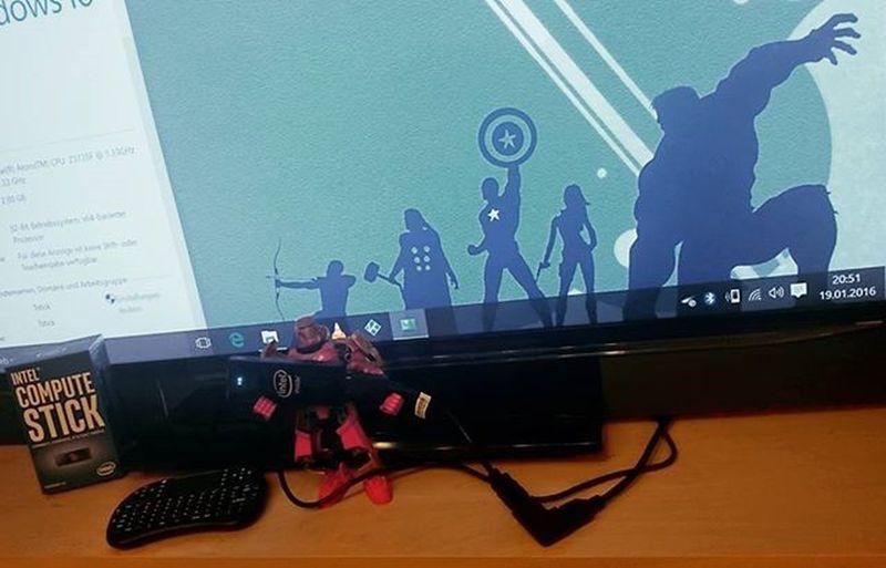 Avengers Assemble ! Pimp 'ed my Television Smart ! SmartTV Go Home ! Intel Compute Stick Kodi Jarvis Ironman LEGO Nerd Geek HDMI Minicomputer Mobile