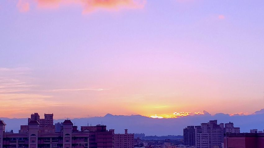 暈染山巔💖 Clouds And Sky Sunshine EyeEm Best Shots - Sunsets + Sunrise Viweoutofmywindow EyeEm Nature Lover EyeEm Best Shots Cloud_collection  Sunrise_sunsets_aroundworld Sky Nightphotography