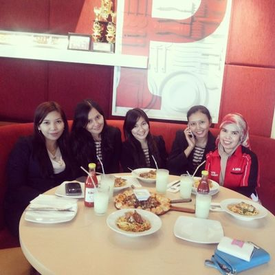 Me Friends HDP Estate smile pizzahut lunch happy instadaily instafun instamood instaselca