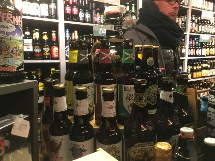 Choice Drink Alcohol Retail  Food And Drink Variation One Person Indoors  Bar Counter Choosing Bar - Drink Establishment For Sale Men Real People Food Liquor Store People Adult Adults Only Happy Hour Bier Schlossturm Düsseldorf Weihnachtsmarkt Düsseldorf Weihnachten 16 Weihnachtsmarkt