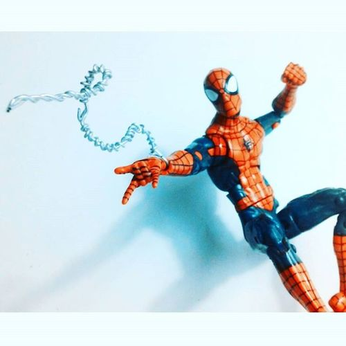 Here comes the spiderman! Marvellegends Spidey Amazingspiderman Webslinger Webhead ACBA Actionfigurephotography Actiontoyart TCB Tcb_peekaboo Marvelfigures Tcb_flyupandaway Infiniteseries Geek Peterparker Articulatedcomicbook Figurecollection Collection Collector Hasbro Nerd Toycommunity Toyslagram Spiderman Mcu