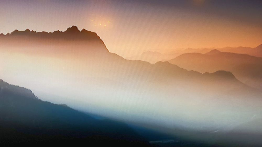 Experiment geglückt? Mountains And Valleys Foggy Landscape Fantasy Photography Fantasy Edits Fantasy Dreaming Dreamland Dreaming Flying Saucer 😉 Wonderful View Warm Light Awesome View Mountain Range Mountain View Mountains Mountains And Sky Sunrise_sunsets_aroundworld Sunrise And Sunsets Sunrise_Collection Experimental Photography Experimental Edit Check This Out Pastel Power Pivotal IdeasMountain Mountain_collection