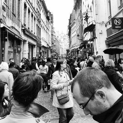 """""""مشکل اینجاست که همیشه آدم های تنوع طلب دست میگذارند رو آدم های باوفا"""" _محمود دولت آبادی Brussels CityTour Citylove Crowd instapeople people crowded instacity instalike instagood instadaily instamood instagramhub instagramers instagram"""