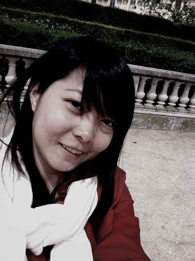 selfie without make-up in Paris is like walking nude on the street.. ?