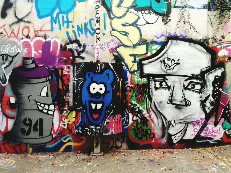 Streetart Street Art Graffiti Spraycan Graffiti Art Wall Art Underpass Wall Painting/grafitti Joy Joyful Blue Face Colorful White Face EyeEm Best Shots - The Streets Smile Happy Spraypaint Sprayart