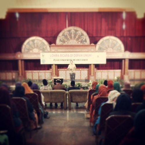 Liputan lomba bicara didepan umum di Pusdai Bandung dari pukul 10.00 sampai pukul 13.00 wib dihadiri oleh ratusan Majelistaklim se Jabar