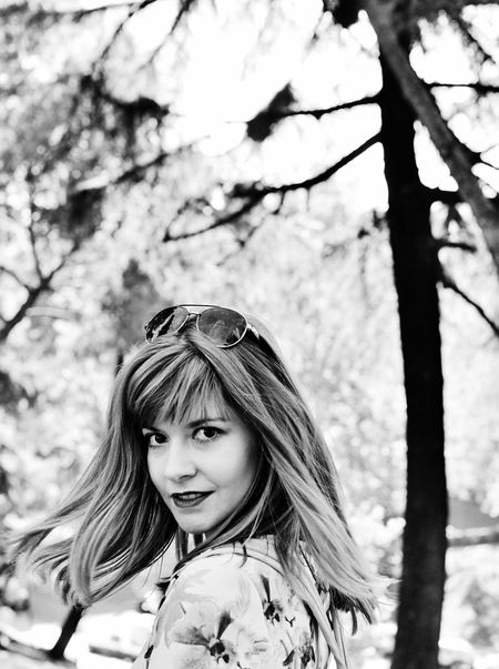 Woman Wood Girl Beautiful Woman  Long Hair Lifestyles Leisure Activity Madrid Spaın Big Eyes Black And White Black And White Portrait Tree Nature Park Portrait Popular Photos Portrait Of A Woman Black And White Collection  Blackandwhitephotography Black And White Collection  Nice Girl Travel Travel Photography Nikon