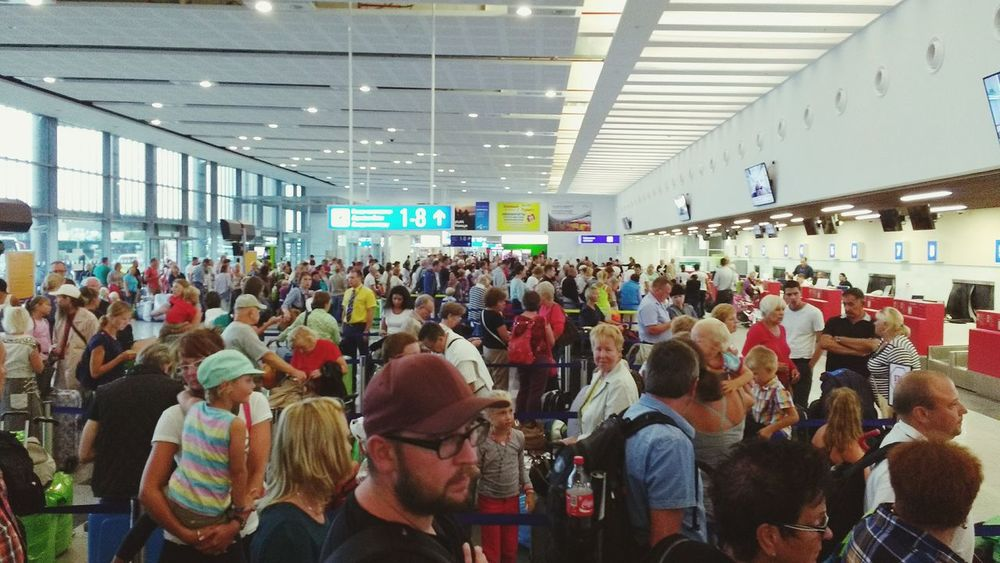 Terminal Airport Flughafen Terminal Leute People Burgas  Bulgaria Bulgarien Warten Wait #flugplatz