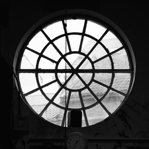 Window Built Structure Low Angle View Indoors  Architecture Day No People Sky FUJIFILM X-T10 XF18-55mmF2.8-4 R LM OIS F/4.0 Iso 200 1/200 Sec Circle History via Fotofall