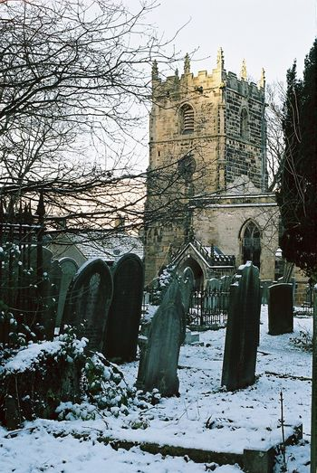 Castleton Derbyshire Architecture Sky History Winter Is Coming Winter Snow Snow ❄ Snow Covered CarlZeiss Tranquil Scene Christmas Gravestones Graveyardphotography Grave Yards