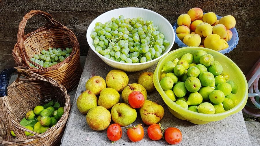 Fruits without chemical treatments. Grapes, figs, apricots, apples, kaki. EyeEm Selects Fruit Choice Variation Basket Market Green Color Food And Drink Prepared Food Starfruit Tropical Fruit Various Passion Fruit Lychee Stall