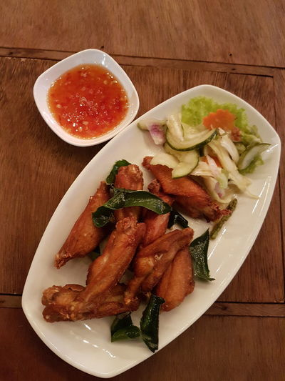Food Food And Drink Plate Healthy Eating Freshness Meat No People Meal Indoors  Ready-to-eat Food State Toasted Bread Close-up sit ni Sit Ni Cooking Pan Street Food Worldwide Thai Foods Bangkokeater Delicious Kitchen Bowl Dining Table Outdoors Beer