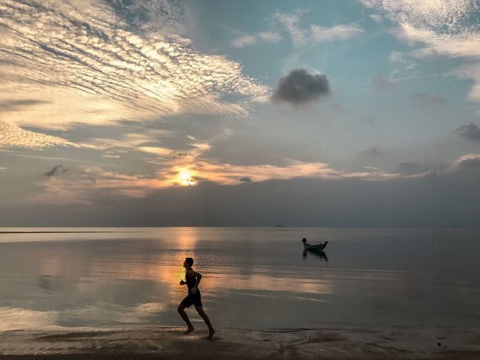 Low Tide Cloud - Sky Healthy Lifestyle Athlete 25-30 Years Old One Man Only Young Adult Tropical Climate Jogging Running Running On The Beach Water Beach Sea Sky Beauty In Nature Land Cloud - Sky Sunset Real People Scenics - Nature One Person Nature Tranquility Horizon Over Water Lifestyles Leisure Activity Horizon Men Outdoors