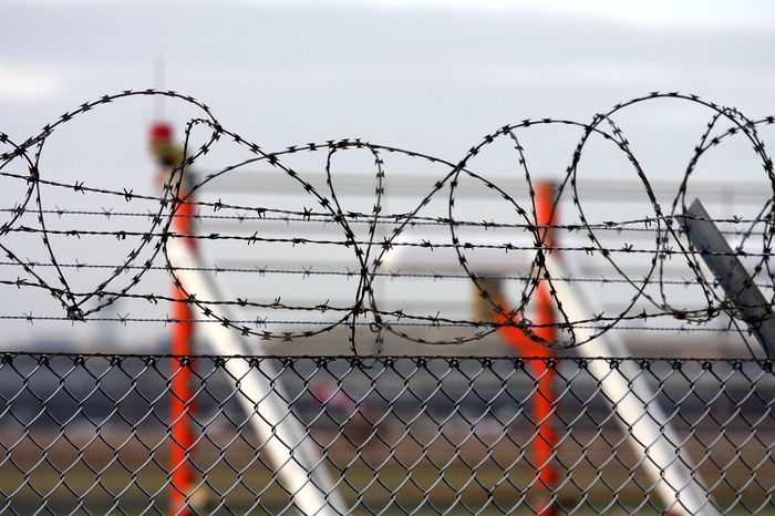 Barbed Wire Basketball - Sport Chainlink Fence Close-up Day Fence Focus On Foreground No People Outdoors Protection Safety Sky Sport Tempelhof Airport Water