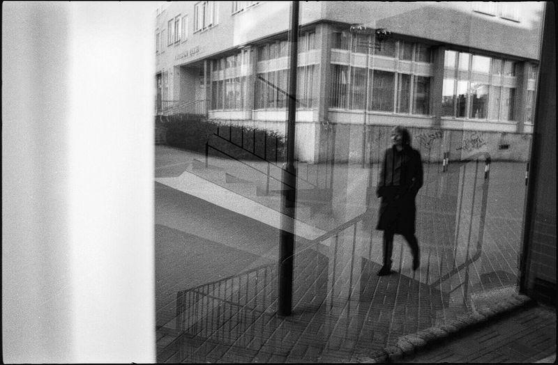 Suwalki - Poland / © Aaron Sosa www.aaronsosaphotography.com www.aaronsosablog.com Ilford Ilford HP5 Plus Filmisnotdead Film Streetphoto_bw Streetphotography Monochrome Black & White Monochromatic Black And White Blackandwhite Assignments Shadow Photography Light And Shadow Light Taking Photos (null)Poland Polonia  Suwałki