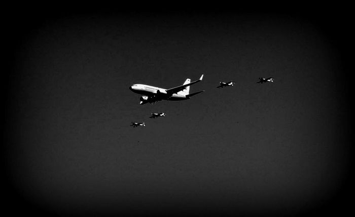 Airplane Blackandwhite Dark Flying Low Angle View Mid-air Nature Planes Vignette
