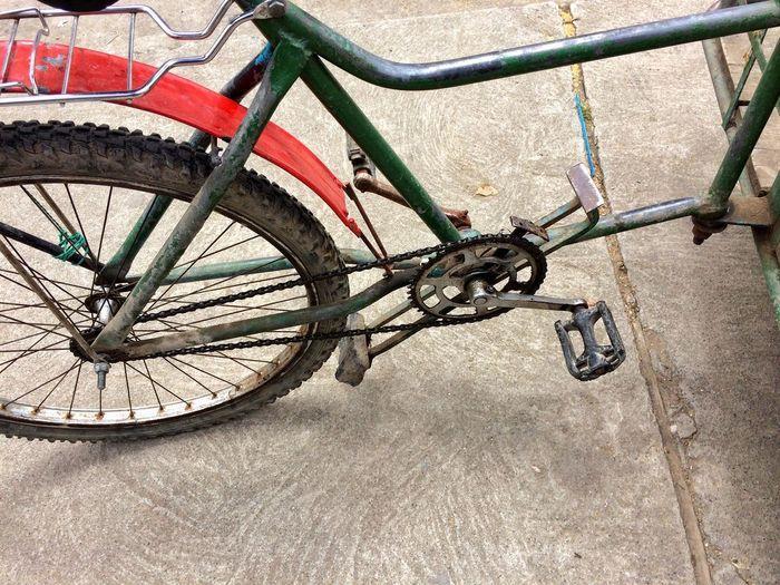Bicycle Bike Brake Machinery Ingenuity Ecuador Look Carefully Do You See What I See?