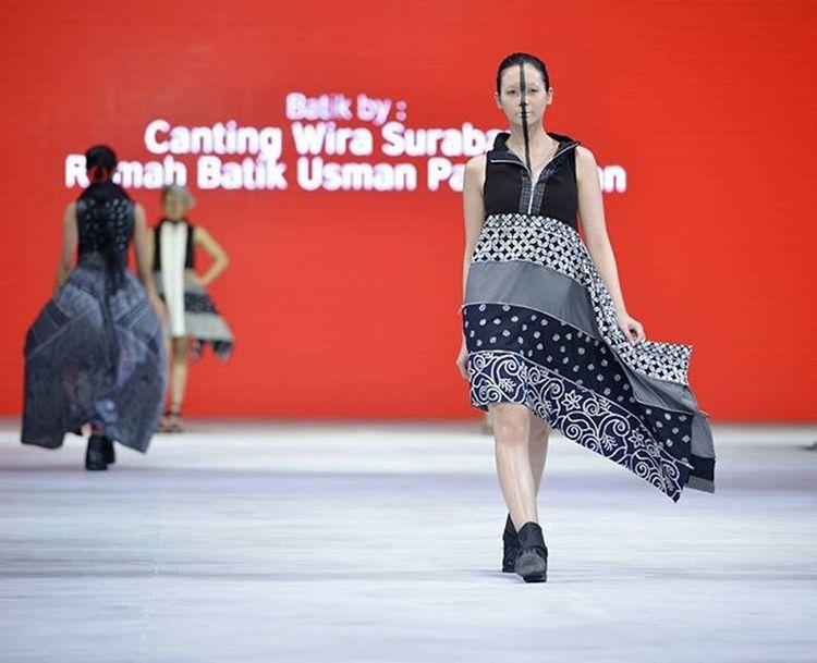"""METAMODERNISM"" KETIQUE By Designer  @elizabethnjomayfen @pisonaffofficial Runway by Elvira Devinamira @elviraelph Batik by Canting Wira Surabaya Rumah Batik Usman Pamekasan @surabayafashionparade @tunjungan_plaza VismayaNavamika Sfp2016 Surabayafashionparade Tunjunganplaza Canting Fashionshow Dance Fashionista Runway Model Catwalk Batik SFP Surabaya Instafashion Glamour Collection FashionDesigner Fashionblogger Fashiondiaries Pfw Nyfw Nikonindonesia Iamindonesia d800e 70200vrii"