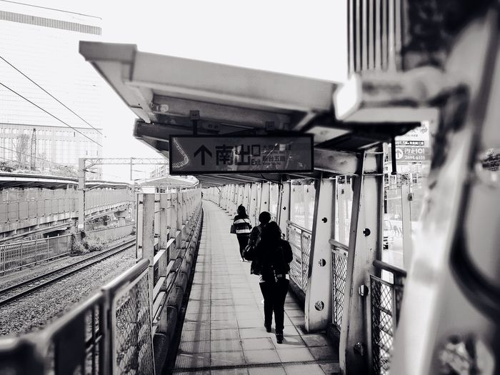 Streetphotography Huawei P9 Leica Railroad Station 台北市 Outdoors Black & White