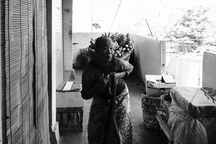 EyeEmNewHere Street Photography Street Vendor Streetphoto_bw FUJIFILM X-T2 Fujifilm_xseries Fujifilm FujiAcros Streetphotography Streetvendor Street Fujinon23mm Fujinon 23mm F1.4 Noiretblanc Young Women Standing Women My Best Travel Photo