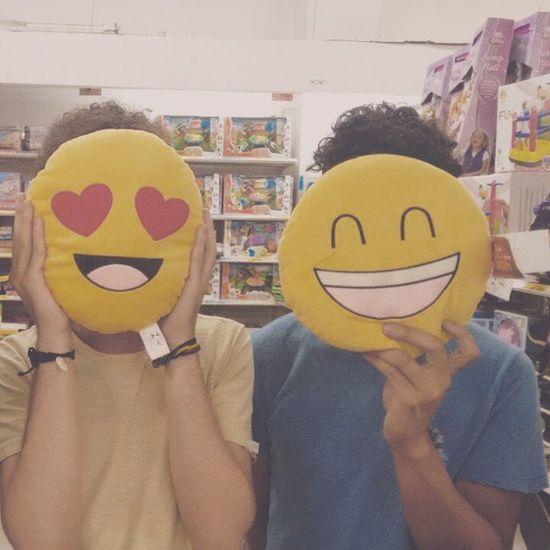 Momento infanto muito juvenil num shopping da cidade. Rio Kids Emoticon Fun