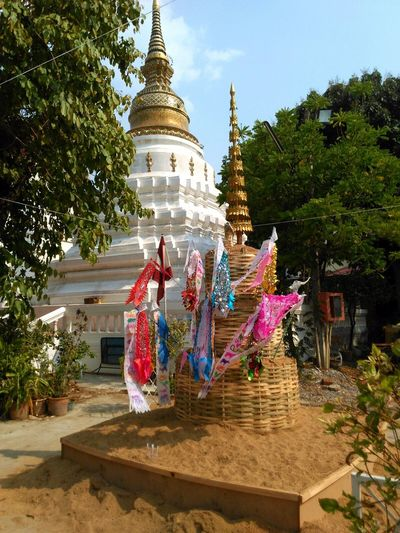 Arts Culture And Entertainment New Years Eve New Year Thai New Year Water Festival Songkran Festival Chiang Mai Pagoda Travel Religion Travel Destinations Thailand Thai Outdoors Buddhist Temple Pagoda Buddhism Dorado Año Nuevo  Budismo Chiang Mai | Thailand Architecture Gold Colored Celebration Gold