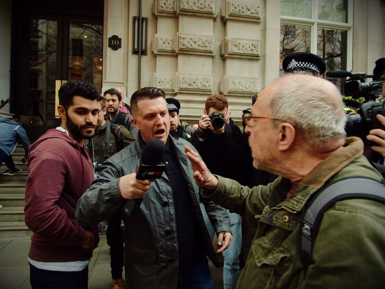 Tommy Robinson. Founder of the English Defence League, goading anti Facism protesters and being escorted away by Metropolitan police officers. London. 01-04-2017 Tommy Robinson English Defence League Steve Merrick Right Wing London News Stevesevilempire Olympus London EDL Racism Racist Zuiko Uk
