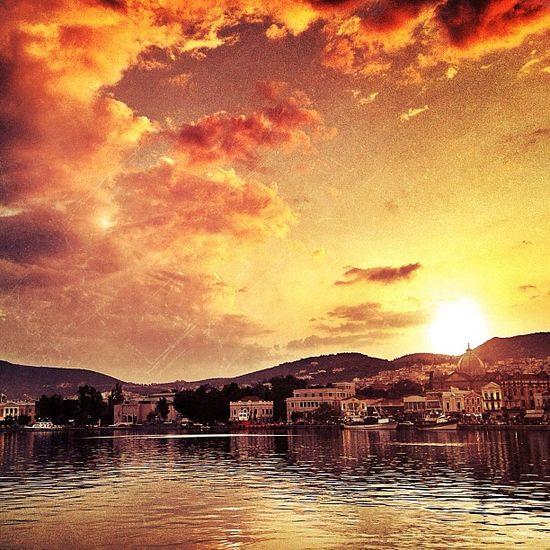Just behind IPhone Sun IPhoneography Greece Iphoneonly Photooftheday Igers Photoday Mytilini Instalovers_gr Mytilene