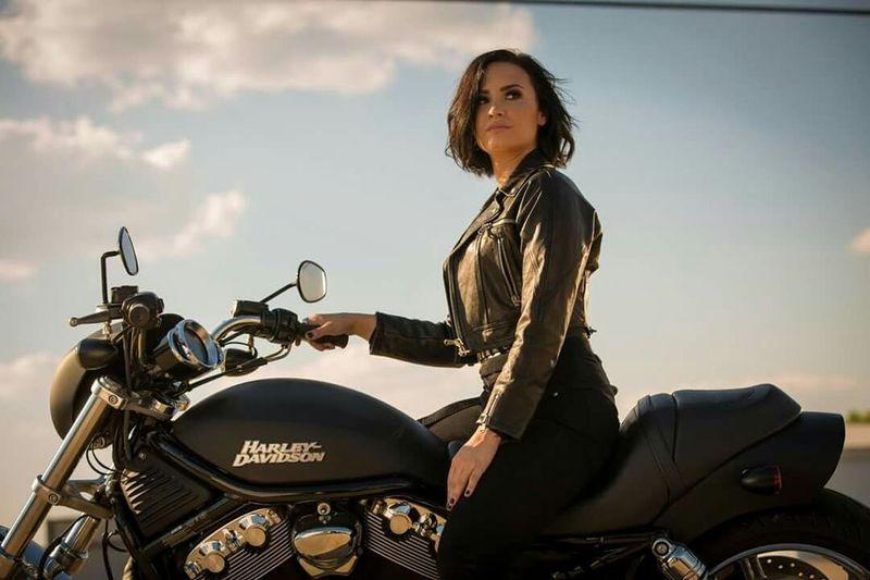 Demi Lovato ❤ Aşk Love Gerisi Hikaye Haley Davidson