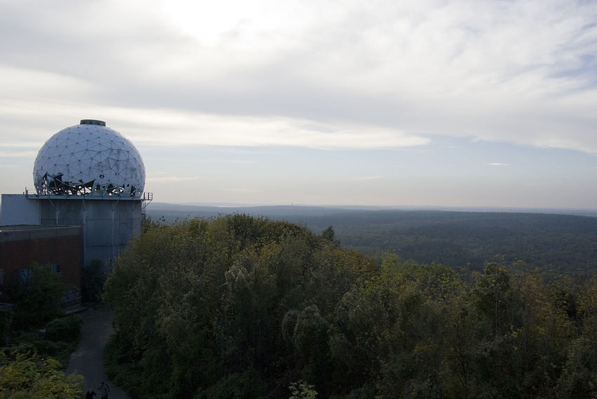 Abhörstation Abhörstation Teufelsberg Atmospheric Mood Berlin Cloud Cloudy Dramatic Sky Exploring Germany Moody Sky Outdoors Overcast Remote Scenics Sky Sunset Teufelsberg Tranquil Scene Tranquility Traveling