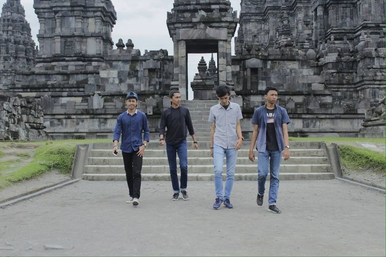 Myfriends Holliday With Friends Prambanan Temple Candidshot Amazing Day Only Men Young Men Togetherness Young Adult Adult Full Length Architecture People Young Women Adults Only Travel Destinations Built Structure Building Exterior Men Day Outdoors Friendship