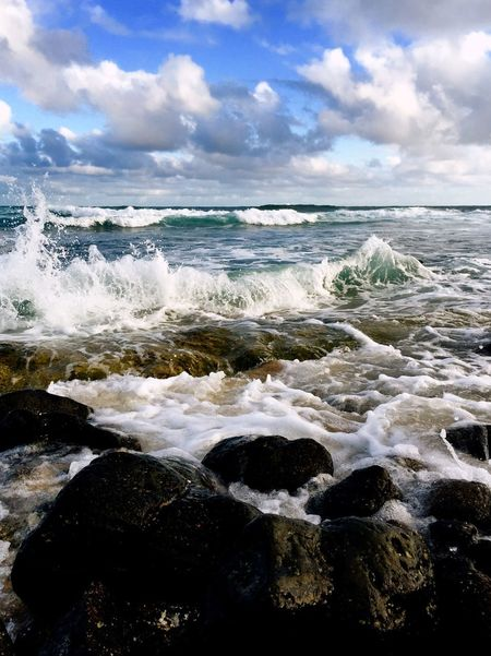 Hawaii Sea Water Sky Cloud - Sky Wave Land Motion Aquatic Sport Scenics - Nature Horizon Over Water Outdoors Splashing Power In Nature Sport Beauty In Nature Beach Nature Day Surfing Horizon