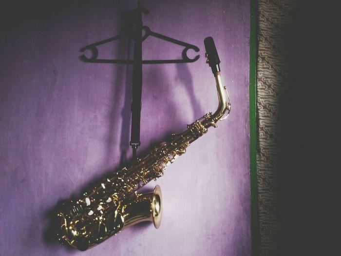 Alto Saxophone Instrument Musical Instrument Purple Hanging No People Saxophone Indoors  Gold Close-up Jazz Music Day BatikIndonesia Saxofone🎷 Garut INDONESIA