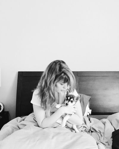 The Portraitist - 2017 EyeEm Awards Dog Love Bedroom Blackandwhite