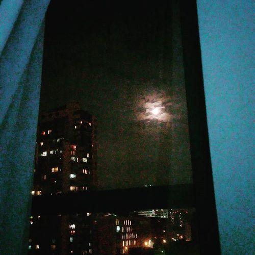 La Luna desde mi Canadiens esta Noche Santiago Chile / the Moon from my Window